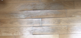 Wasserflecken auf einem Holzboden